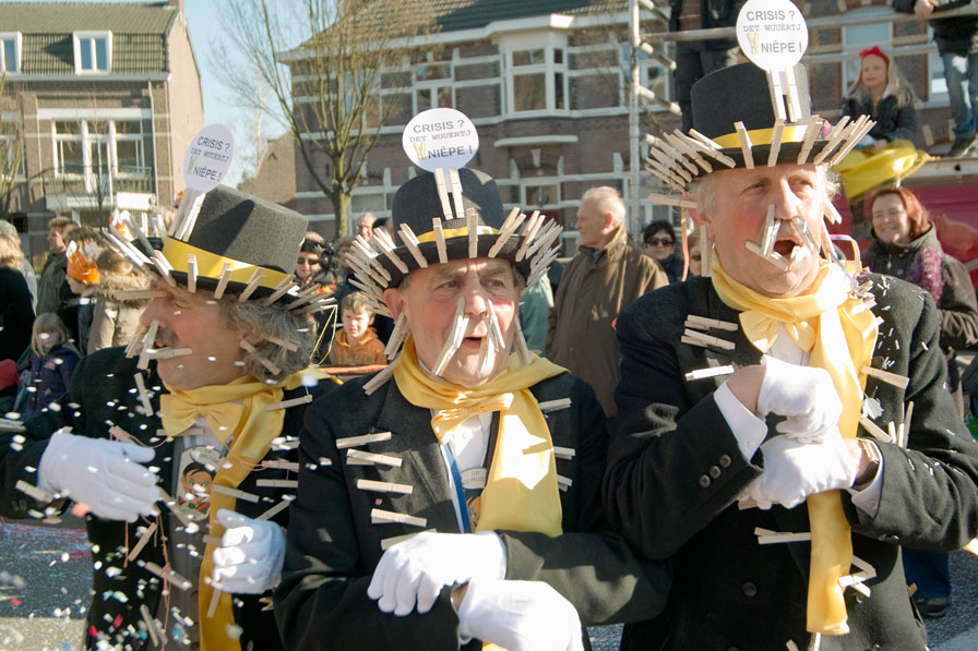 parade old men