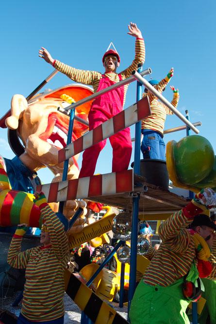 parade party wagon